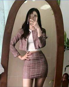 fall korean fashion looks great! Cute Skirt Outfits, Komplette Outfits, Kpop Fashion Outfits, Korean Outfits, Cute Casual Outfits, Pretty Outfits, Stylish Outfits, Fashion Hacks, Fashion Tips