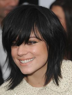 lily allen bob layered with bangs or fringe Short Bob Hairstyles, Cool Hairstyles, Shaggy Haircuts, Medium Hair Styles, Short Hair Styles, Bobs For Thin Hair, Light Hair, Fine Hair, Hair Lengths