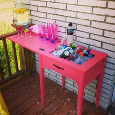Create your own drink station from an old sewing table! - Old sewing table turned drink station - Refurbished Furniture, Repurposed Furniture, Furniture Makeover, Painted Furniture, Diy Furniture, Furniture Vintage, Furniture Projects, Old Sewing Machine Table, Old Sewing Tables