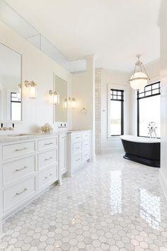 15 Unbelievable Contemporary Bedroom Designs - 17 Sublime Transitional Bathroom Designs You Will Lov Contemporary White Bathrooms, White Marble Bathrooms, White Master Bathroom, White Bathroom Decor, Transitional Bathroom, Bathroom Interior Design, Bathroom Designs, Contemporary Decor, Transitional Rugs