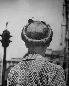 Vintage hair Inspiration : 1943. Photographer: Nina Leen.