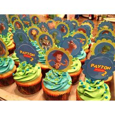 Toy story cupcakes Fête Toy Story, Toy Story Baby, Toy Story Theme, 4th Birthday Parties, 3rd Birthday, Birthday Ideas, Bolos Toy Story, Woody Party, Festa Toy Store