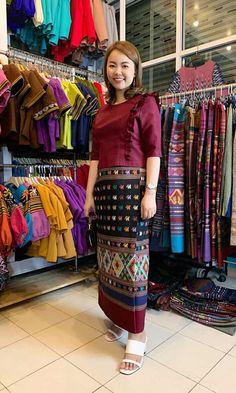 Traditional Dresses Designs, Batik Dress, Kebaya, Online Shopping Clothes, Designer Dresses, Lace Skirt, Women's Fashion, Play, Game