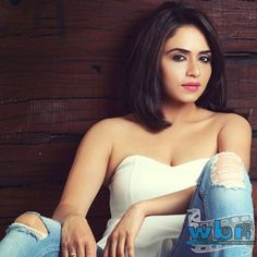 The super hit Jodi of Amruta Khanvilkar and Himmanshoo were faced with a tough question of whether to perform or skip the performance the reason being Amruta running high fever  Read more: http://www.washingtonbanglaradio.com/content/64983315-amruta-khanvilkar-impresses-remo-d-souza#ixzz3dM1LcZ00 Via Washington Bangla Radio® Follow us: @tollywood_CCU on Twitter