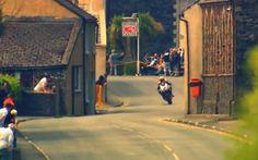 A corrida de motos mais perigosa do mundo acontece na Ilha de Man, entre a Irlanda e o Reino Unido, reunindo dezenas de pilotos para chegar ao limite do esporte. Veja os vídeos sobre a corrida para entender a loucura e a técnica desses pilotos.