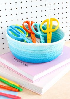 Rope Crafts, Diy And Crafts, Rit Dye, Plastic Table Covers, Rope Basket, Creative Skills, Cool Diy Projects, Organizer, Craft Gifts