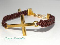 Hübsches Lederarmband  mit Kreuz in Gold  von Luisa Ventocilla Shop auf DaWanda.com