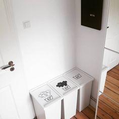 Dass das Vorsortieren der Wäsche SO viel Zeitersparnis bringt, hätte ich nie gedacht. Und die Mülltonnen aus der Küchenabteilung von IKEA sind genau richtig groß - eine Tonne entspricht einer Waschladung. Herrlich!