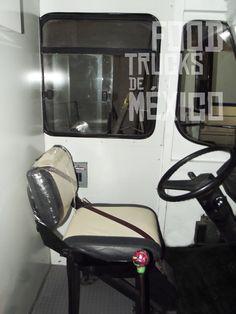 Diseño interior de tapicería en combinación del diseño gráfico, re tapizado de asiento de piloto, copiloto, mesa de cobro en vini-piel.