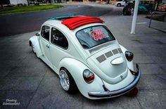 Volkswagen New Beetle, Beetle Car, Vw T1, Vw Beetle Convertible, Black Porsche, Kdf Wagen, Slammed Cars, T1 Bus, Vw Cars