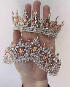 Dress up ( Headpiece Jewelry, Hair Jewelry, Bridal Jewelry, Bridal Crown, Bridal Tiara, Glamouröse Outfits, Crown Aesthetic, Princess Jewelry, Quince Dresses
