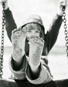 children's black white photography swinging playing outside bottom of feet dirty, Black N White, Black And White Pictures, Art Beauté, Jolie Photo, Black And White Photography, Barefoot, Family Photos, Portrait Photography, Portraits