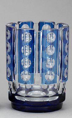 Val St Lambert vase 'Cézanne', cristal clair doublé bleu français. Dessiné par Charles Graffart 1938. H 22cm.