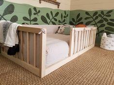 Toddler Bed Frame, Diy Toddler Bed, Kids Bed Frames, Little Boy Beds, Diy Bett, Look Office, Kid Beds, Kids Bedroom, Kids Bed On Floor