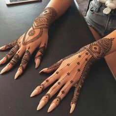 Beautiful mehndi designs for New Year Here we have the best and amazing mehndi designs for the New Year. Mehndi is the only one thing which gives Henna Tattoo Hand, Henna Tattoo Designs, Henna Tattoo Muster, Henna Tattoos, Henna Mehndi, Mehendi, Tattoo Maori, Neck Tattoos, Music Tattoos