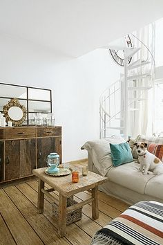 Small room with charm. Modern Family Rooms, Living Room Modern, Living Spaces, Home Decor Paintings, Home Decor Wall Art, Home Decor Bedroom, Dream Home Design, House Design, Decoration Piece