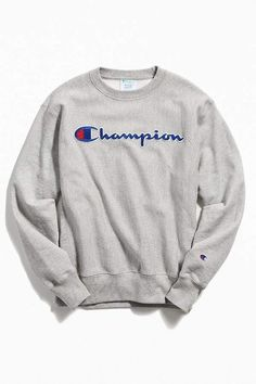 Check out Champion Chain Stitch Script Crew-Neck Sweatshirt from Urban Outfitters Hipster Outfits, Grunge Outfits, Cute Outfits, Fashion Outfits, Trendy Hoodies, Cute Sweatshirts, College Sweatshirts, Urban Outfitters, Tom Tailor Denim