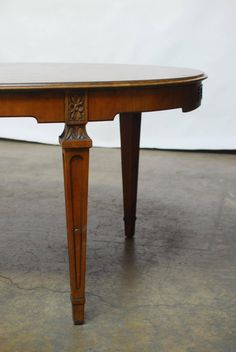 Baker French Collection Walnut Dining Table   From a unique collection of antique and modern dining room tables at https://www.1stdibs.com/furniture/tables/dining-room-tables/