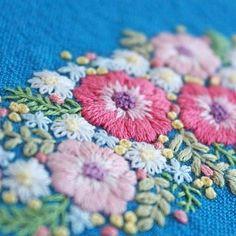 * . 爽やかなブルーに、アネモネの刺繍をしました♪ . . #刺繍#手刺繍#ステッチ#手芸#embroidery#handembroidery#stitching#needlework#자수#broderie#bordado#вишивка#stickerei