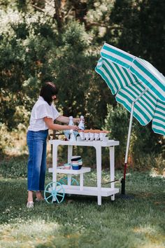 Here are the DIY details so you can have your very own ice cream cart this summer! DIY Ice Cream Cart from The Revelry Co. #diy #icecream #summer #therevelryco