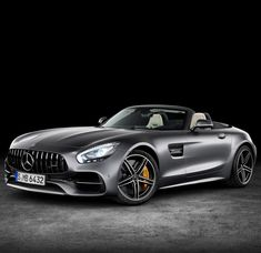 Mercedes-Benz is adding to its AMG GT family with two roadster variants of the recently unveiled AMG GT R coupe. While the entry level AMG GT manages an output of 469 bhp, the more powerful of the two new open-top sports cars – the […] Mercedes Amg Gt R, Mercedes Benz Models, Porsche, Audi, Bmw X7, Top Sports Cars, Sport Cars, Mustang Fastback, Pagani Huayra