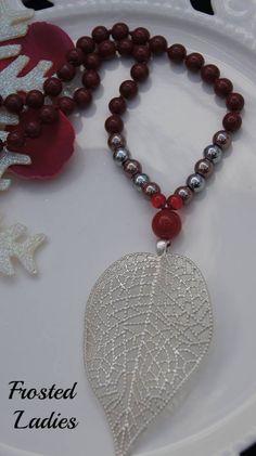 ❤Life Χειροποίητο Κολιέ φτιαγμένο Red wine beads, red shiny beads, Αιματίτη , κόκκινο νεφρίτη και mat silver leaf 53mm x 80 mm Κολιε για εσας αλλα και για τα δωρα σας.