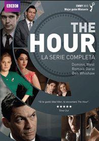 """Londres, años 50, instalaciones de la BBC. """"The Hour"""" es un nuevo y ambicioso programa de televisión que pretende informar al país de manera objetiva. Sus responsables (la productora Bel, el reportero Freddie y el presentador Hector) forman, además, un triángulo amoroso lleno de tensiones por el clasismo y sexismo de la época."""