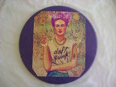 Quadrinho Frida Kahlo, com colagem de recorte e tecido!