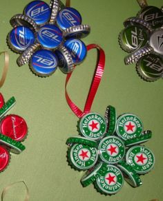 Last Minute Beer Gifts for Christmas: DIY beer bottle cap Christmas tree ornaments Beer Cap Crafts, Cork Crafts, Holiday Crafts, Shell Crafts, Bottle Top Crafts, Bottle Cap Projects, Christmas Tree Decorations, Christmas Tree Ornaments, Christmas Crafts