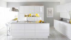 déco de cuisine blanche laquée avec des accents en jaune
