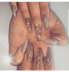 Acrylic nails glitter, beige nails, matte nails, my nails, love nails Cute Acrylic Nails, Acrylic Nail Designs, Nail Art Designs, Gold Glitter Nails, Glitter Acrylics, Nailart Glitter, Glitter Art, Purple Glitter, Beige Nails