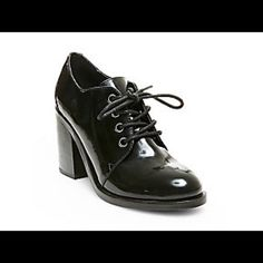 ❤Free Ship Today til  10am❤️NWT Steve Madden Retro styling for a modern look.  The classic oxford gets a feminine update with the heeled lace-up SCOOLGRL.  Team with cropped cuts and abbreviated hemlines to help showcase your oxfords.  Leather or man-made upper material Man-made lining Man-made sole 3.25 inch heel height Steve Madden Shoes Heels