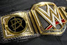 The World Heavyweight Championship title looks 1 million times BETTER with Dean's plates on it!!!!!! ^.^