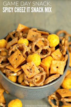 If you are looking for a game day snack then this spicy cheez-it snack mix recipe is perfect! Spicy Cheez-its are amazing but taste even better in this cheez-it snack mix. Healthy Superbowl Snacks, Game Day Snacks, Game Day Food, Easy Snacks, Yummy Snacks, Yummy Food, Healthy Treats, Healthy Foods, Trail Mix Recipes