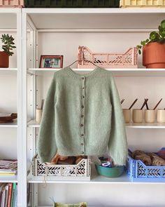 Tak, Cardigans, Sweaters, Knit Fashion, Studio Apartment, Knit Cardigan, Project Ideas, Crochet Projects, Knits