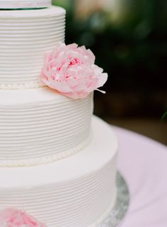 love the texture on this cake..     Photography By / http://martalocklearphoto.com,Floral Design By / http://maryamflowersbridal.com