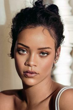 fast and simple Rihanna coiffure with little earrings a number of years in the past Rihanna Mode, Moda Rihanna, Rihanna Riri, Rihanna Style, Rihanna Outfits, Rihanna Makeup, Nude Makeup, Rihanna Looks, Rihanna Hairstyles