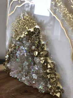 Geode Art Series - paint pouring - AGA Art Studio artist makes geode inspired art made of resin, sparkle and metallic pigments. Resin Wall Art, Epoxy Resin Art, Diy Resin Art, Resin Artwork, Diy Resin Crafts, Diy Art, Tree Artwork, Geode Decor, Deco Restaurant