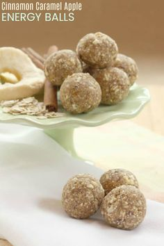 Healthy Snacks For Kids Cinnamon Caramel Apple Energy Balls - a healthy four ingredient lunchbox or after school snack for kids! Allergy-friendly since this energy bites recipe is nut-free, peanut-free, dairy free, gluten free, and vegan. Healthy Vegan Snacks, Healthy Snacks For Kids, Healthy Baking, Health Snacks, Healthy Recipes, Kid Snacks, Healthy Summer, Gourmet Recipes, Snack Recipes