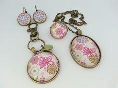 Boucles d'oreilles,  bague,  collier et bijou de sac aux couleurs pastels?  Cliquez sur le lien ci dessous et venez consulter ma boutique!  http://pour-dire-merci.alittlemarket.com À très vite.  Sandrine