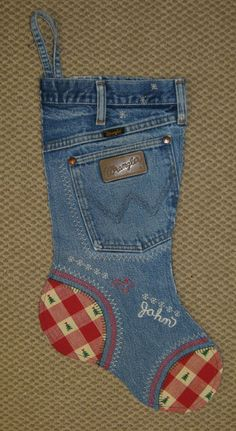 Denim jeans Christmas stocking -- too cute! While the directions aren't listed here, you get the idea. :-)