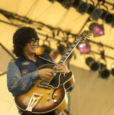 Larry Coryell, the Texas-born jazz guitarist who was known as the Godfather of Fusion, died Sunday, February of natural causes. Jazz Artists, Jazz Musicians, Celebrity Deaths, Celebrity Photos, Larry Coryell, Gary Burton, Archtop Guitar, Guitars, Invention And Innovation