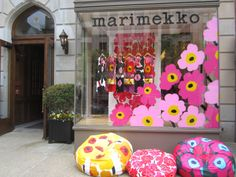 Marimekko style window painting, so simple. Would your consignment shop look great like this? Read more at https://auntiekate.wordpress.com/2012/10/17/a-clean-slate-more-on-painting-your-shop-display-windows/
