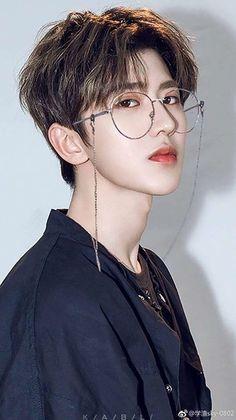 xukun in specs he owns my hearttttttt Beautiful Boys, Pretty Boys, Cute Boys, Korean Boys Ulzzang, Ulzzang Boy, Kpop Hair, Chinese Boy, K Idol, Cute Korean