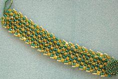 Basic Herringbone in bull pride Bead Jewelry, Jewelry Making Beads, Jewelry Design, Beading Techniques, Beading Ideas, Bead Weaving, Green And Gold, Beadwork, Herringbone