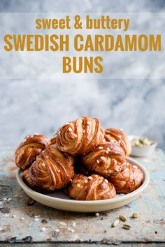 Sweet and buttery cardamom buns, perfect with your favourite cuppa! By Anna Banana Co Beautiful, buttery, aromatic Swedish cardamom buns. These melt-in-your-mouth buns are perfect for sharing and enjoying with your favourite cuppa! Brunch Recipes, Breakfast Recipes, Dessert Recipes, Baking Recipes, Desserts, Swedish Cardamom Buns Recipe, Beet Hummus, Berry Compote, Sweet Buns