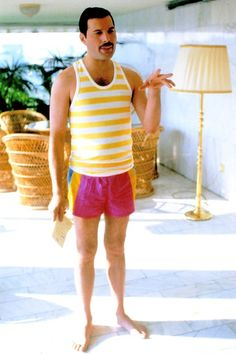 24 Fascinating Vintage Photographs of Freddie Mercury in His Short Shorts ~ vintage everyday Princes Of The Universe, We Are The Champions, Star Wars, Queen Pictures, Queen Freddie Mercury, Queen Band, John Deacon, Save The Queen, Lady And Gentlemen