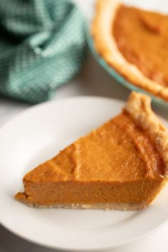 This Southern sweet potato pie is the perfect fall and Thanksgiving dessert to make and share with family and friends. Easy to make with simple ingredients, it's the perfect make ahead sweet treat! #sweetpotatopie #southernsweetpotatopie Cooking Sweet Potatoes, Mashed Sweet Potatoes, Potatoe Casserole Recipes, Sweet Potato Recipes, Easy Desserts, Delicious Desserts, Dessert Recipes, Easy Pie Recipes, Baking Recipes