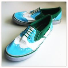 Hello, new old shoes. I've got a craving for the look of oxford shoes lately, so I painted an old pair of canvas slip ons