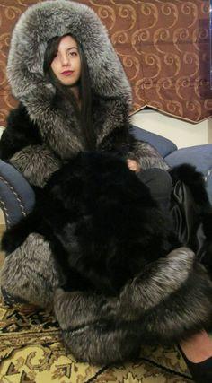 Fall Fashion Trends, Fur Fashion, Fashion Bloggers, Style Fashion, Curvy Petite Fashion, Fox Fur Coat, Fur Collars, Fur Jacket, Coats For Women